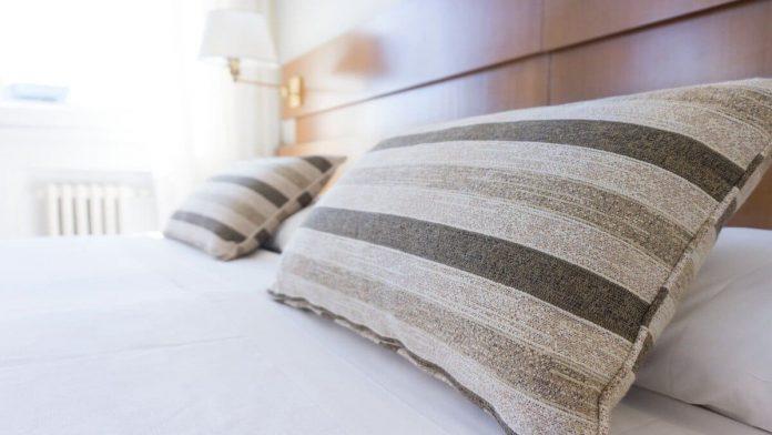 posisi tidur saat asam lambung naik pada malam hari